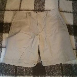 👞 Gap khaki shorts